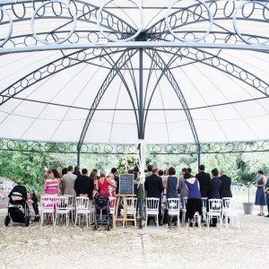Le bonheur en blanc - La Magnanerie de Château Mentone - Tonnelle - Marie Claire Méditerranée