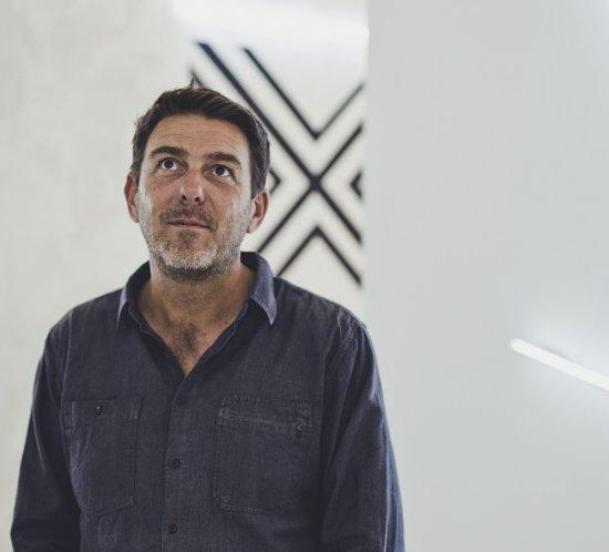 Portrait de Bertrand Baraudou, galeriste de Espace à Vendre