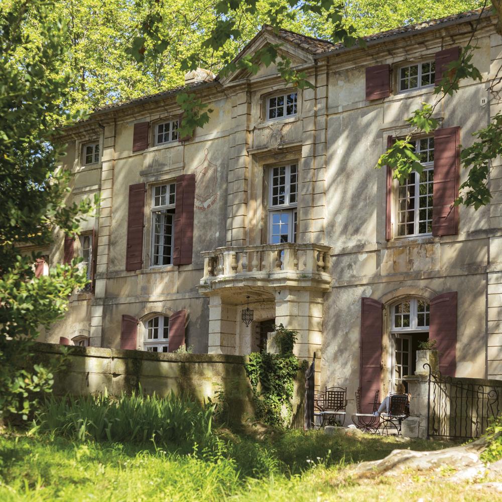 alpilles-chateau-de-roussan-saint-remy-de-provence-exterieur