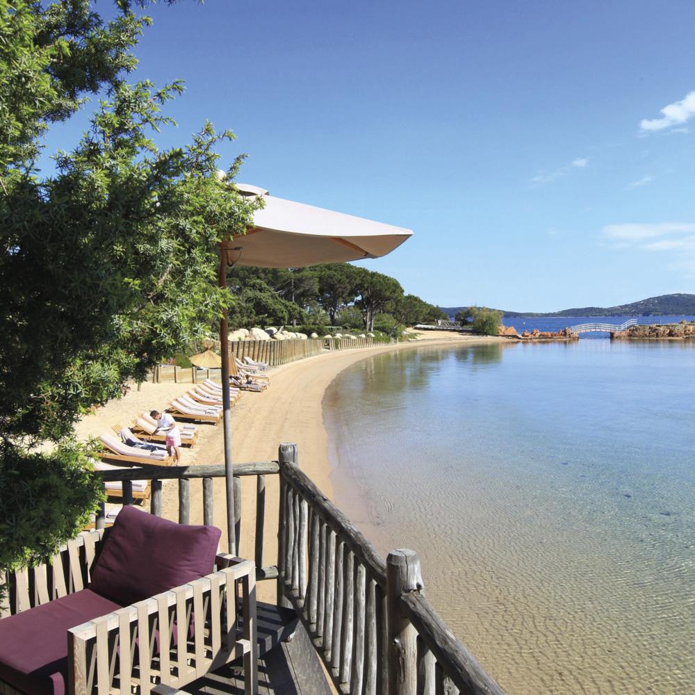 corse-grand-hotel-de-cala-rossa-terrasse-bord-mer