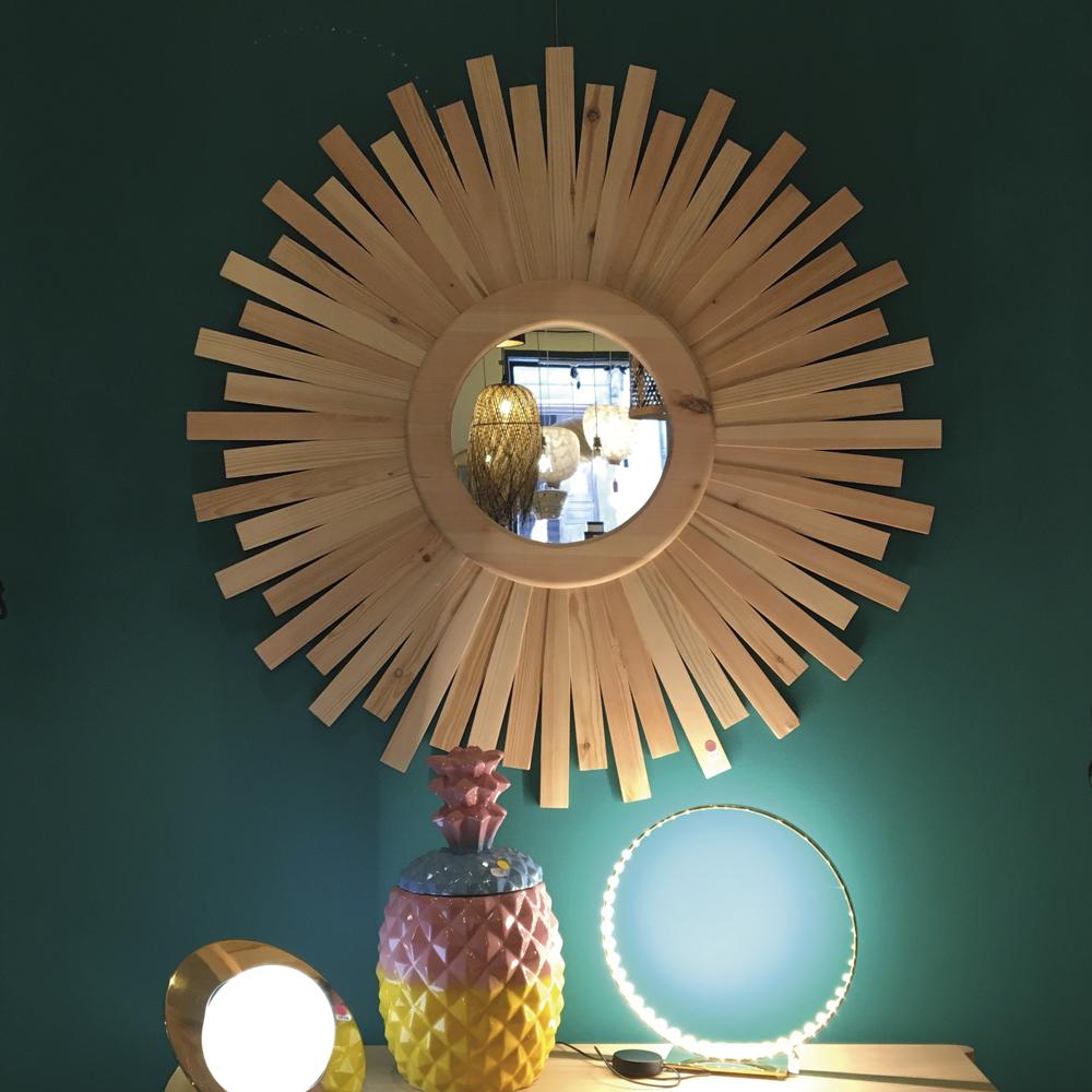 vitrine-deco-du-sud-l'ane-bleu-miroir-soleil-en-bois-de-laurier-rouge