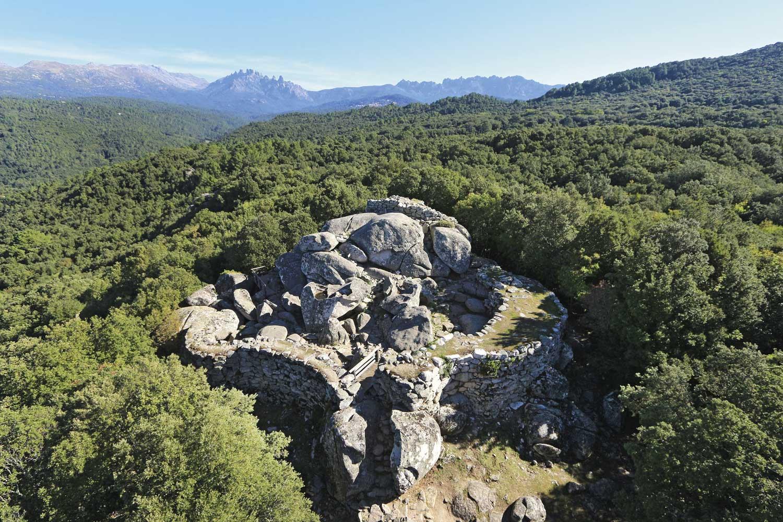 reseau-musees-de-corse-musee-alta-rocca-livia-Vue-aerienne-du-site-archeologiqe-Cucuruzzu-©CTC