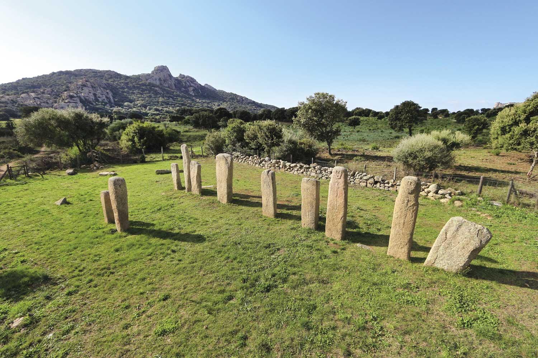 reseau-musees-de-corse-musee-prehistoire-corse-archeologie-sarte-Vue-Site_Cauria-Sartene-alignement-de-Stantari-S.-Aude-Balloide-©CTC