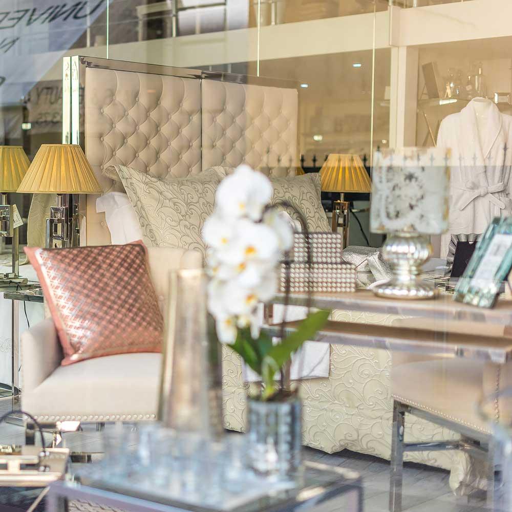 vitrine-fetes-boutique-HMH-luxury-linen-cannes-linge-maison