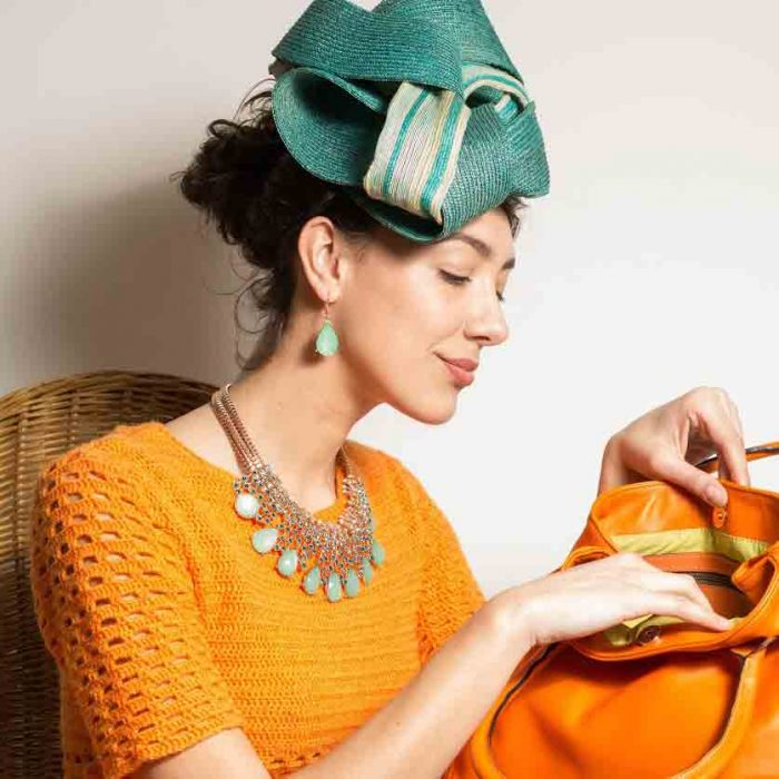 Delphine-Viellard-2018-bibi-vert-pull-orange--Credit--Jean-Gautier