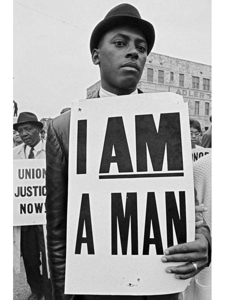 culture-sud-I-am-a-man-pavillon-populaire-montpellier-Manifestant-en-deuil-au-King-Memorial-Service-1968_Bob-Adelman