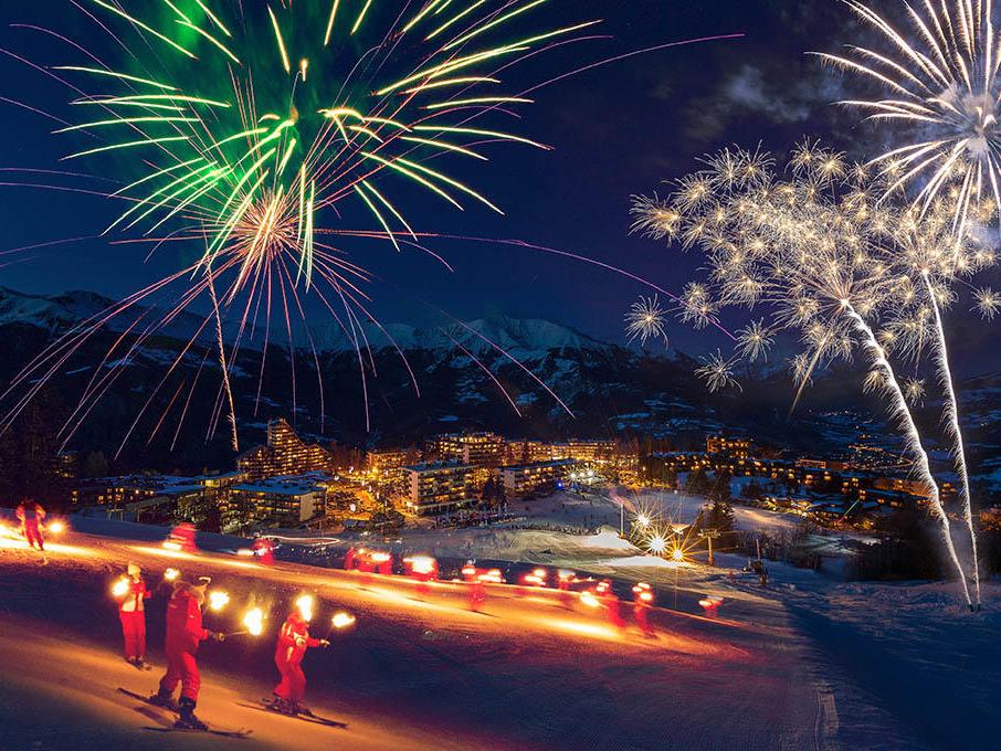 sur-les-pistes-de-ski-pra-loup-feerie-nocturne-feu-d'artifice