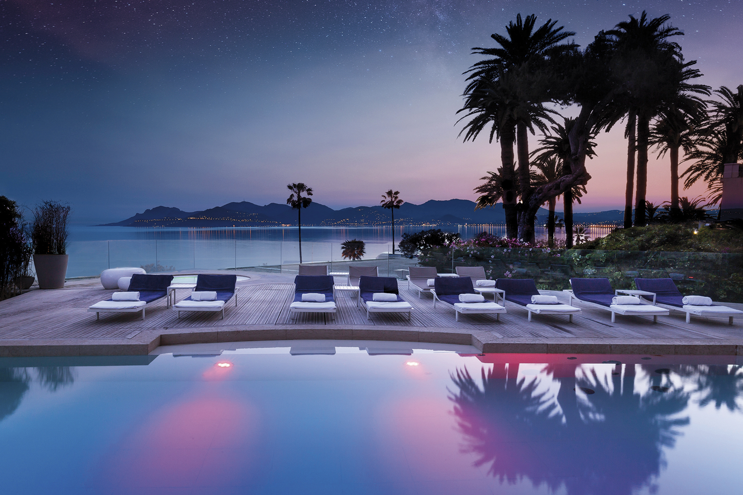 RADISSON-blu-thermes-marins-cannes-spa-by-night