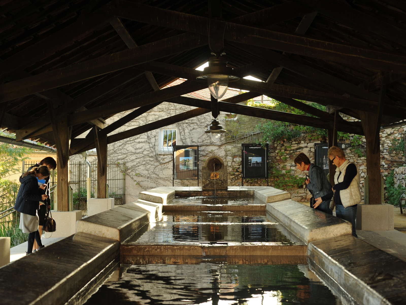 ville-de-hyeres-le-lavoir-pole-attraction-centre-ancien