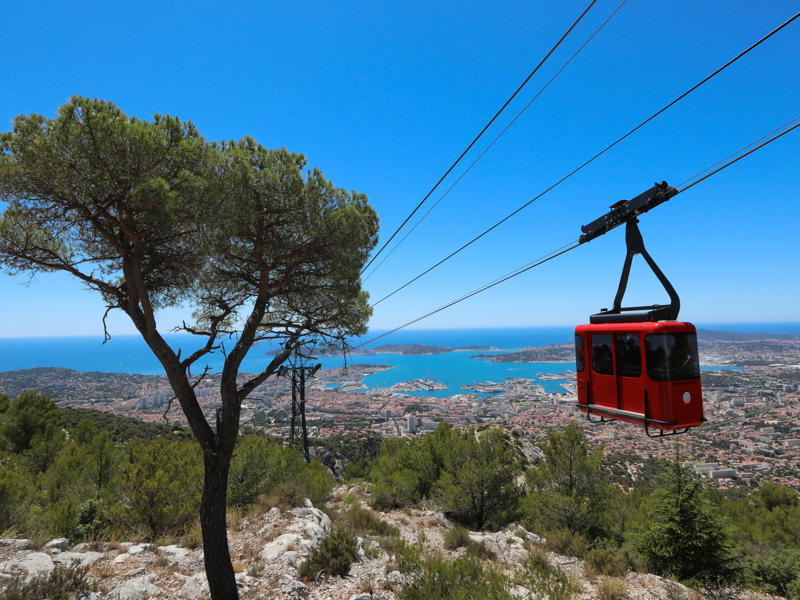 toulon-provence-mediterranee-tourisme-Telephérique-de-Toulon©-Laurent-Perrier-Ville-de-Toulon