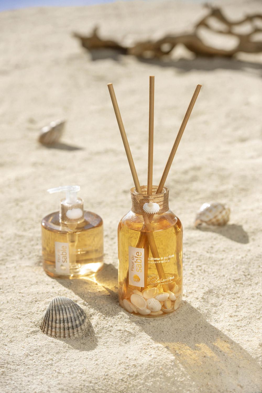 vitrine-deco-ete-lothantique-baton-parfum-fleur-de-sable