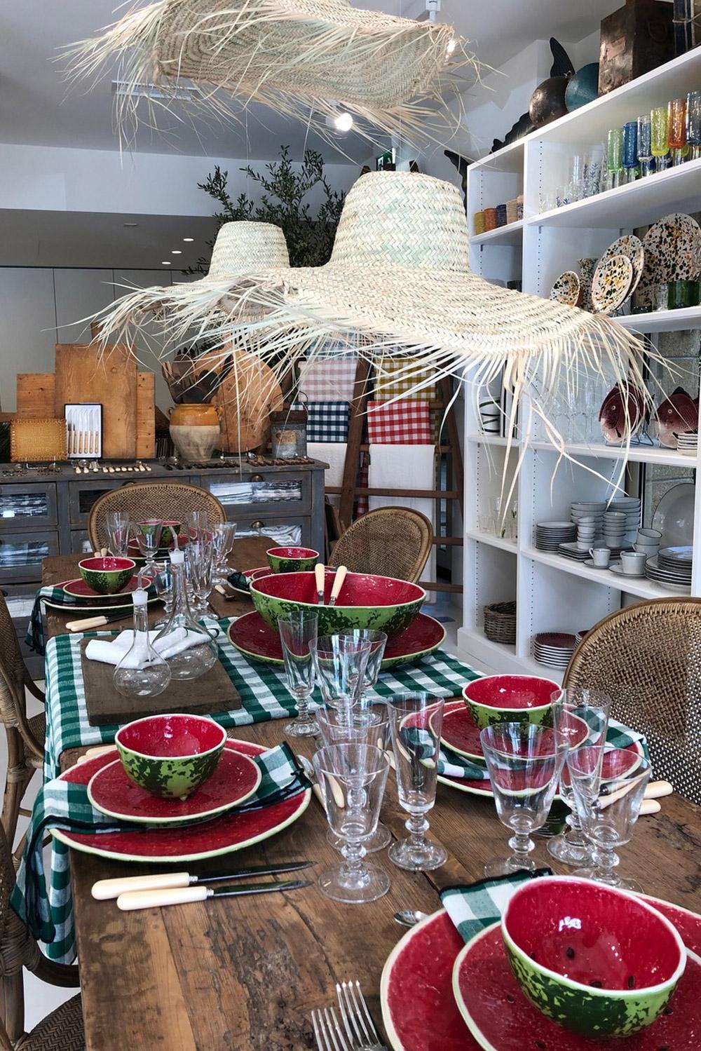 vitrine-deco-ete-maison-des-lices-saint-tropez-vaisselle-pasteque