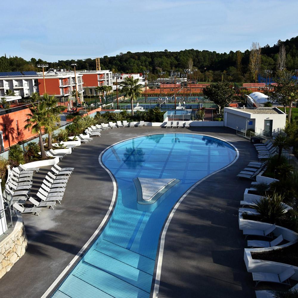 Mouratoglou-academy-sport-etude-tennis-piscine