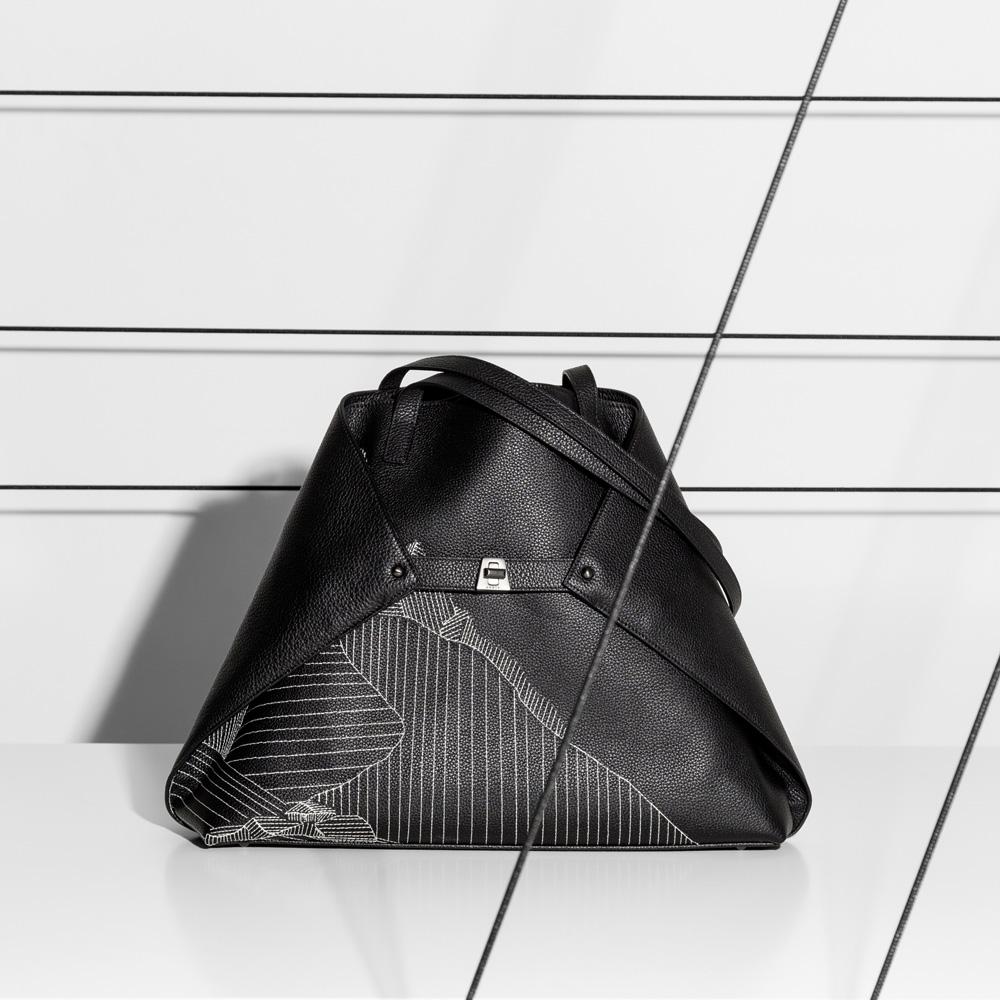 vitrine-accessoires-ete-akris-Handbag_Ai-sac-PF19