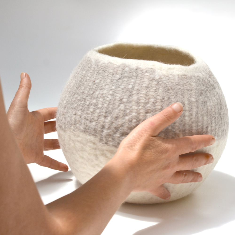 SUDNLY-talents-Collectif-pieces-marquantes-Ghislaine-Garcin-Pot-Blanc-©Cleo-Verstrepen