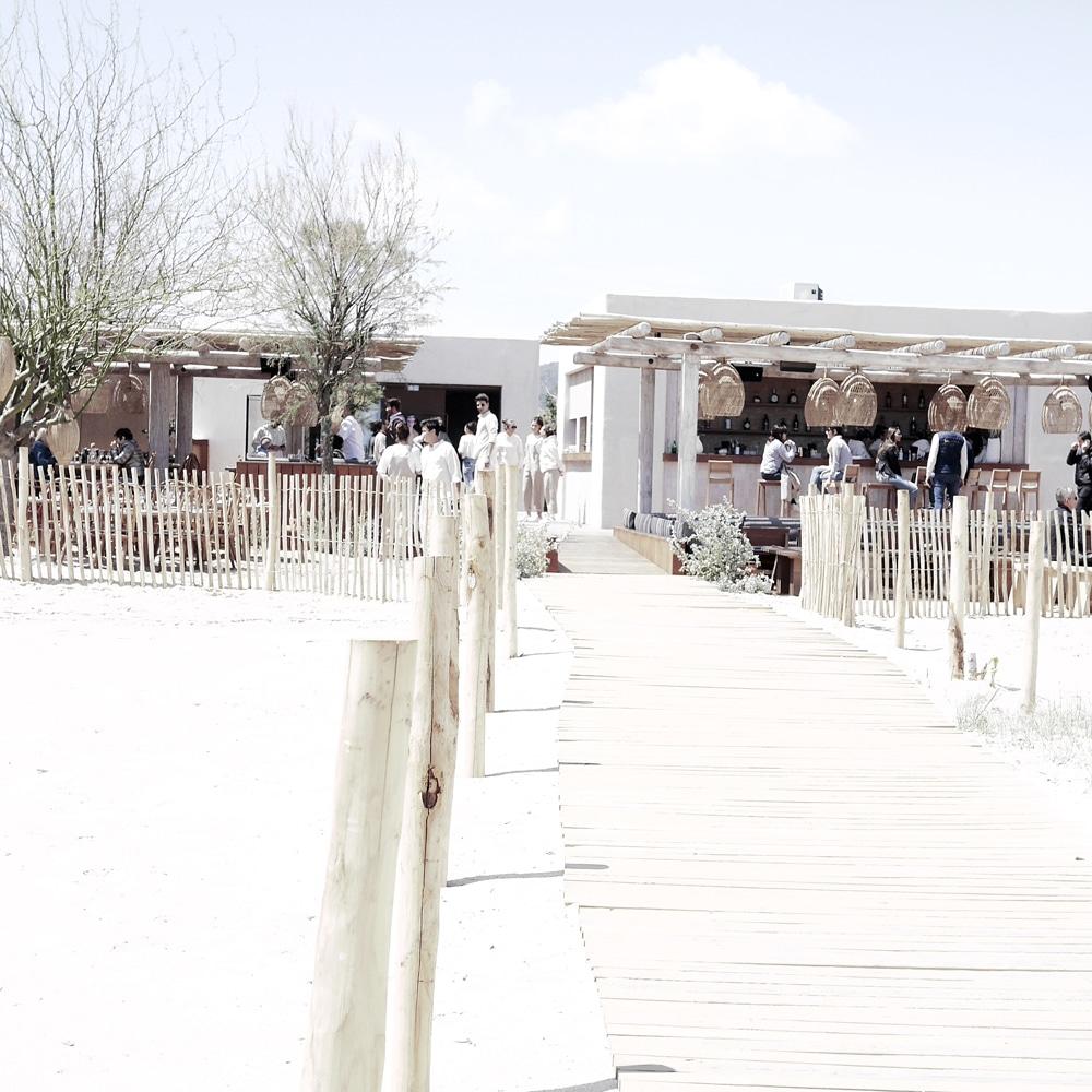 une-plage-en-hiver-a-saint-tropez-INDIE-Beach-House