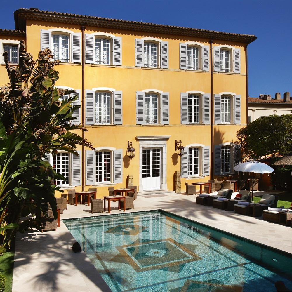 une-plage-en-hiver-a-saint-tropez-Pan-Deï-Palais-St-Tropez-exterieur-piscine