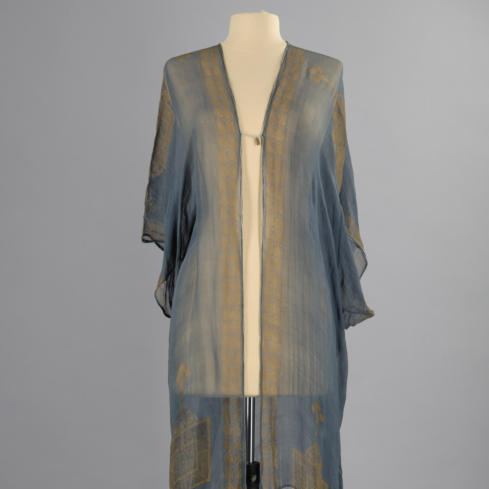 Musees-de-Marseille-Man-Ray-et-la-mode-manteau-interieur-marioano-fortuny