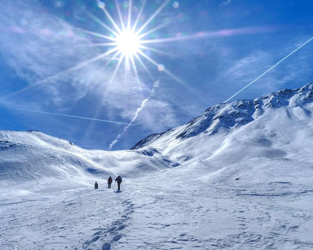 Pistes-Alpes-du-Sud-Saint-Dalmas-Le-Selvage-raquettes-nuit-chalet-alpage