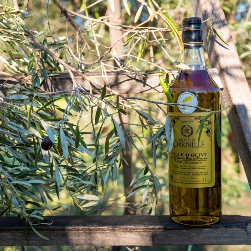 Vins-terroir-repas-de-fetes-moulin-cornille-AOP-OLIVES-MATUREES-MEDAILLE-OR-ECHELLE-BOIS