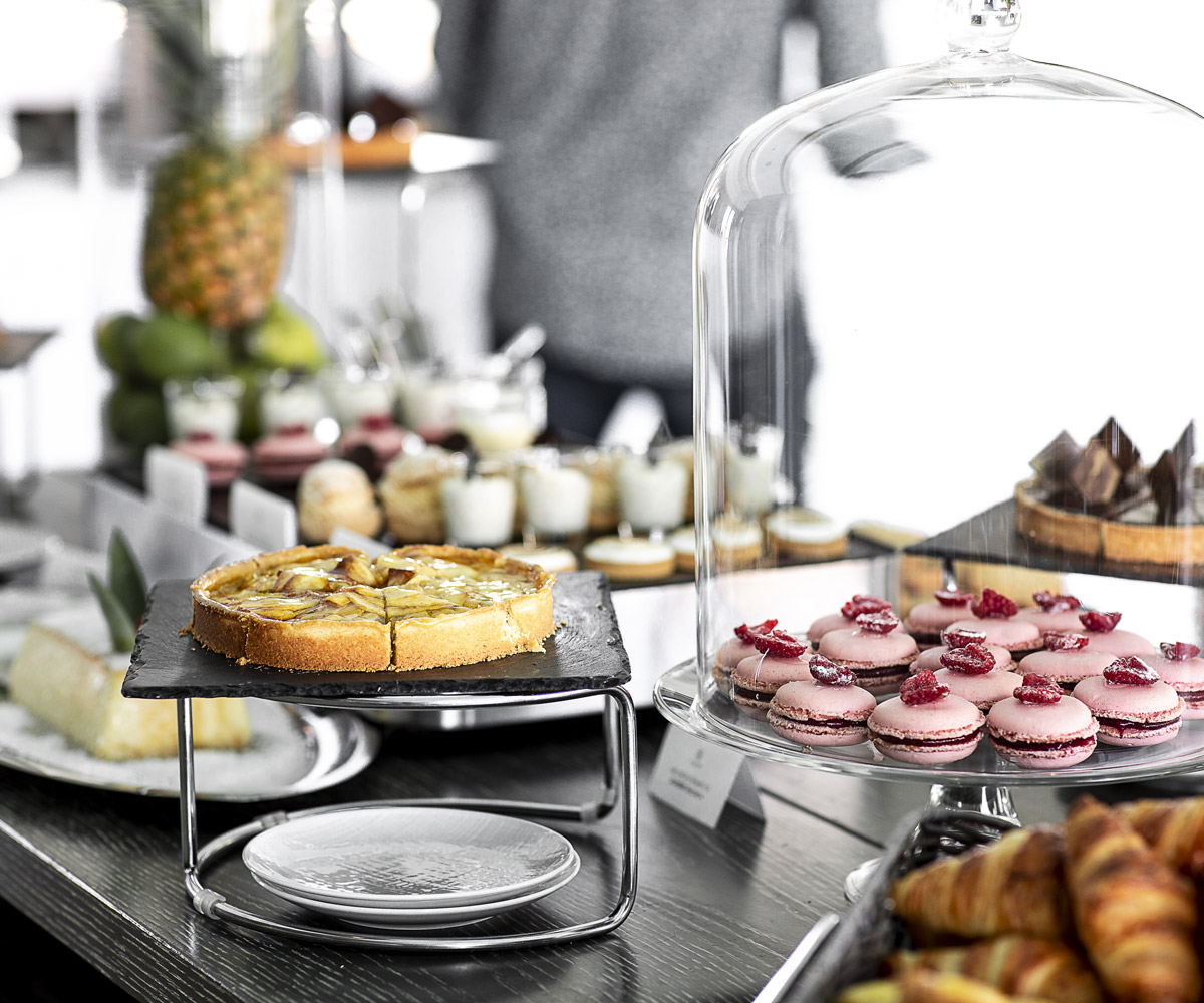 hotel-de-paris-saint-tropez_sunday-brunch-buffet-patisseries