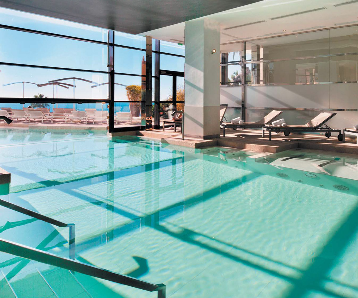 hotel-radisson-thermes-marins-cannes_piscine-interieure