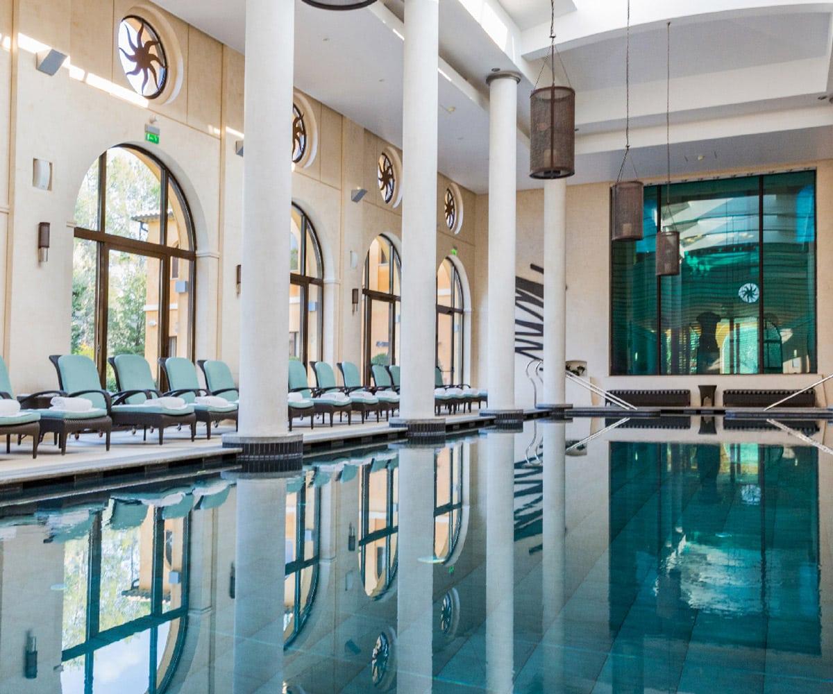terre-blanche-SPA-piscine-interieure