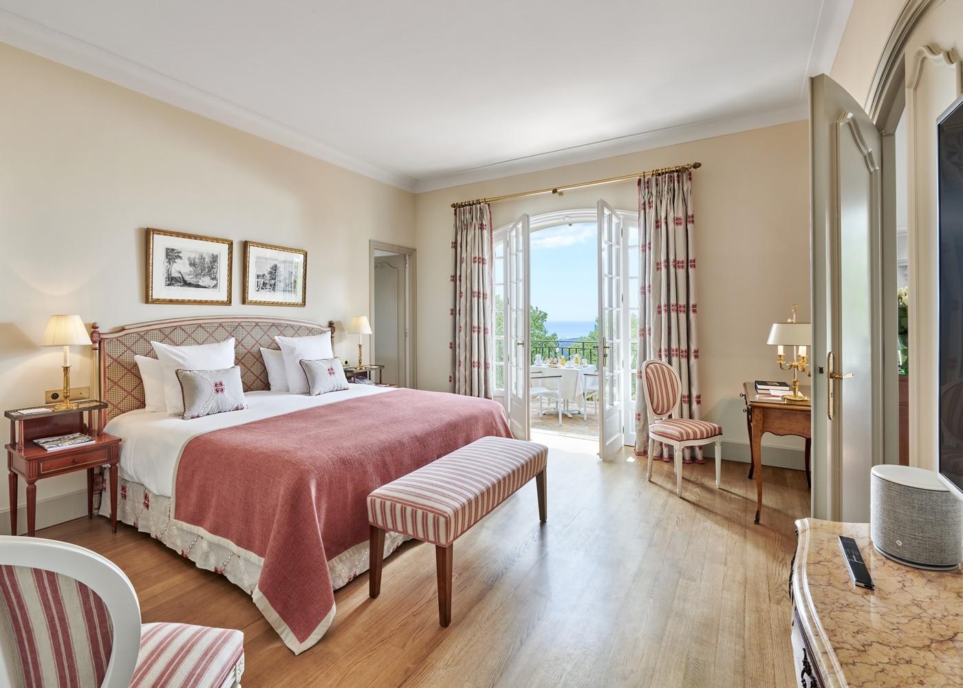 Deconfinez-moi-ici-#5-Chateau-Saint-Martin-&-Spa-Villa-Riou-Room-JMS