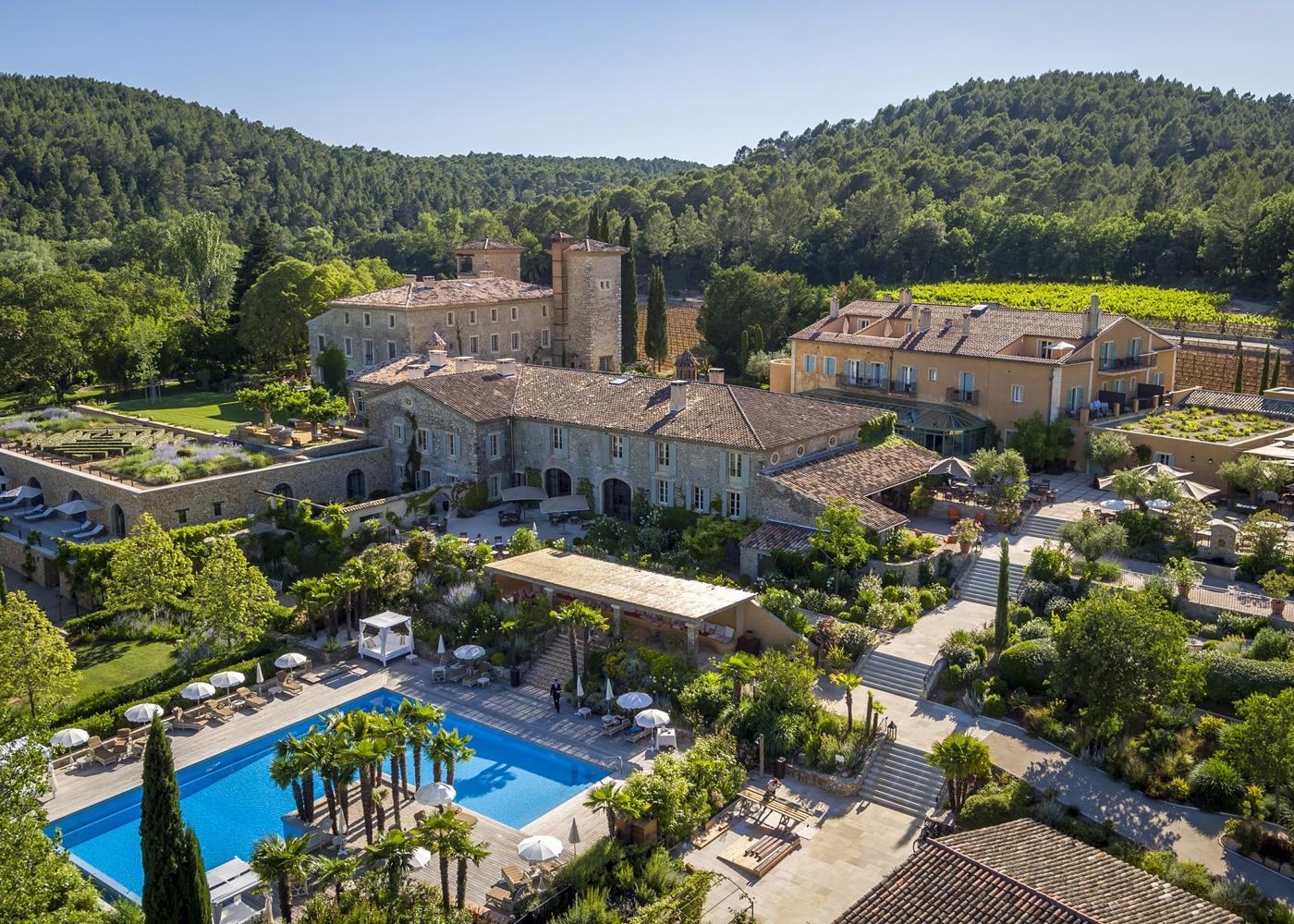 hotels-confinez-moi-ici-#4-mcmd-CHATEAU-de-Berne-vue-piscine-domaine-drone