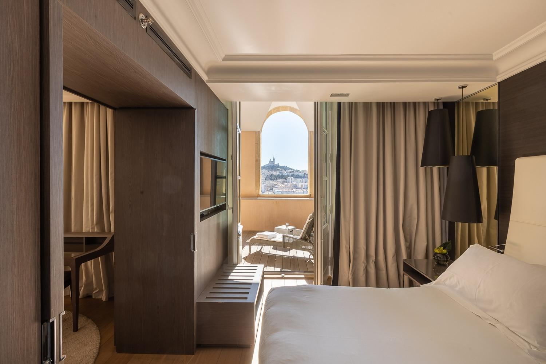 Deconfinez-moi-ici-#7-InterContinental-Marseille-Chambre-Superieure-Executive-®Yann-Audic
