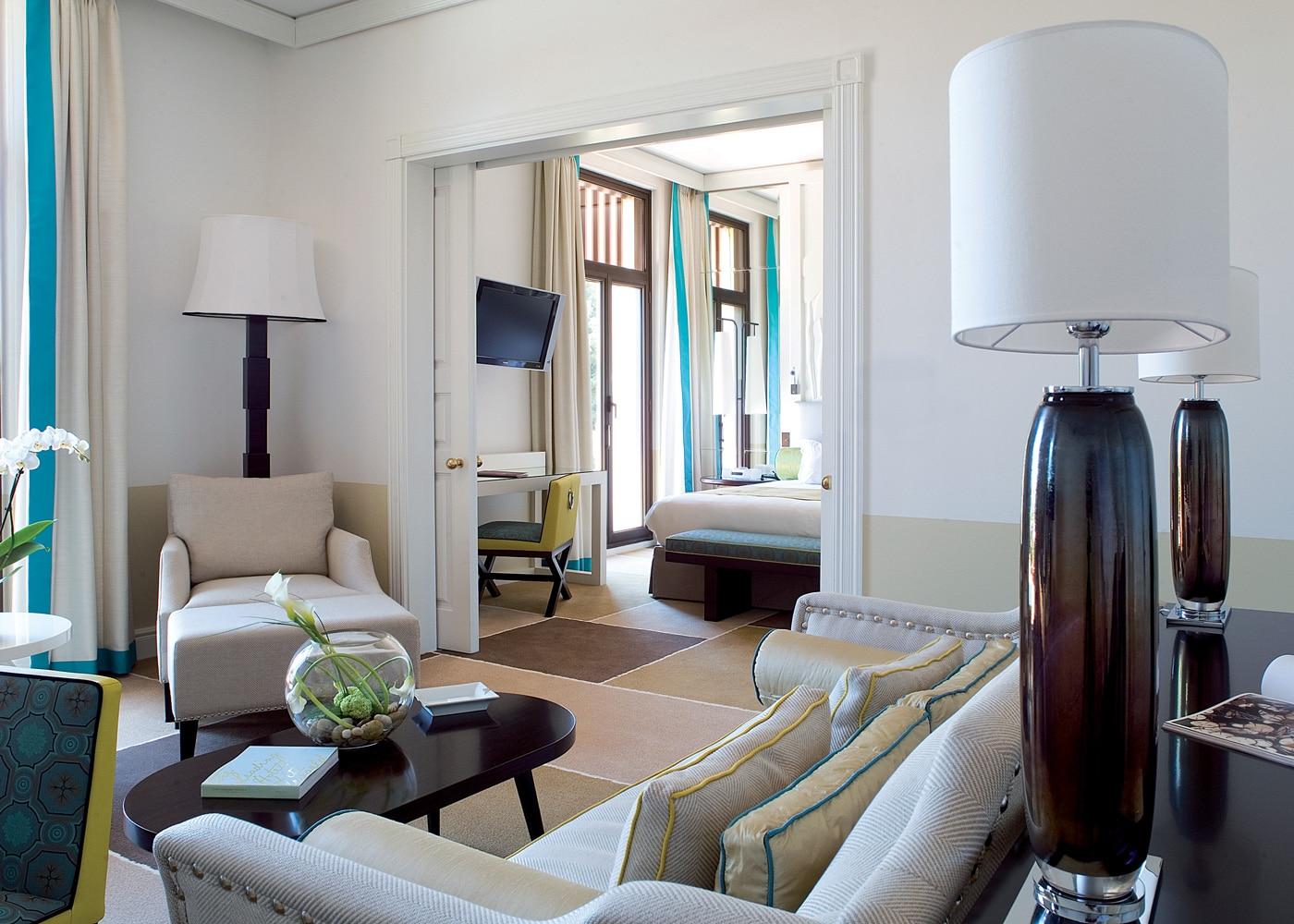 deconfinez-moi-ici-#6-le-royal-riviera-One_bedroom_suite_Sea_and_garden_view