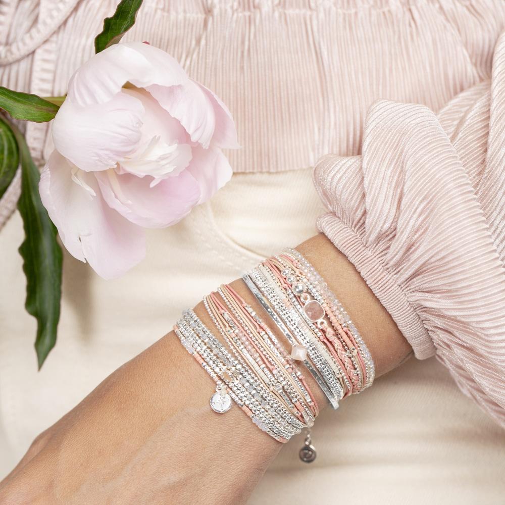 vitrine-fete-des-meres-doriane-bijoux-bracelets-corail-argent