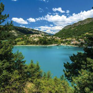 Partir-très-loin-tout-près-lac-Castillon-©Verdon-Pictures-pour-OTI-Verdon-tourisme