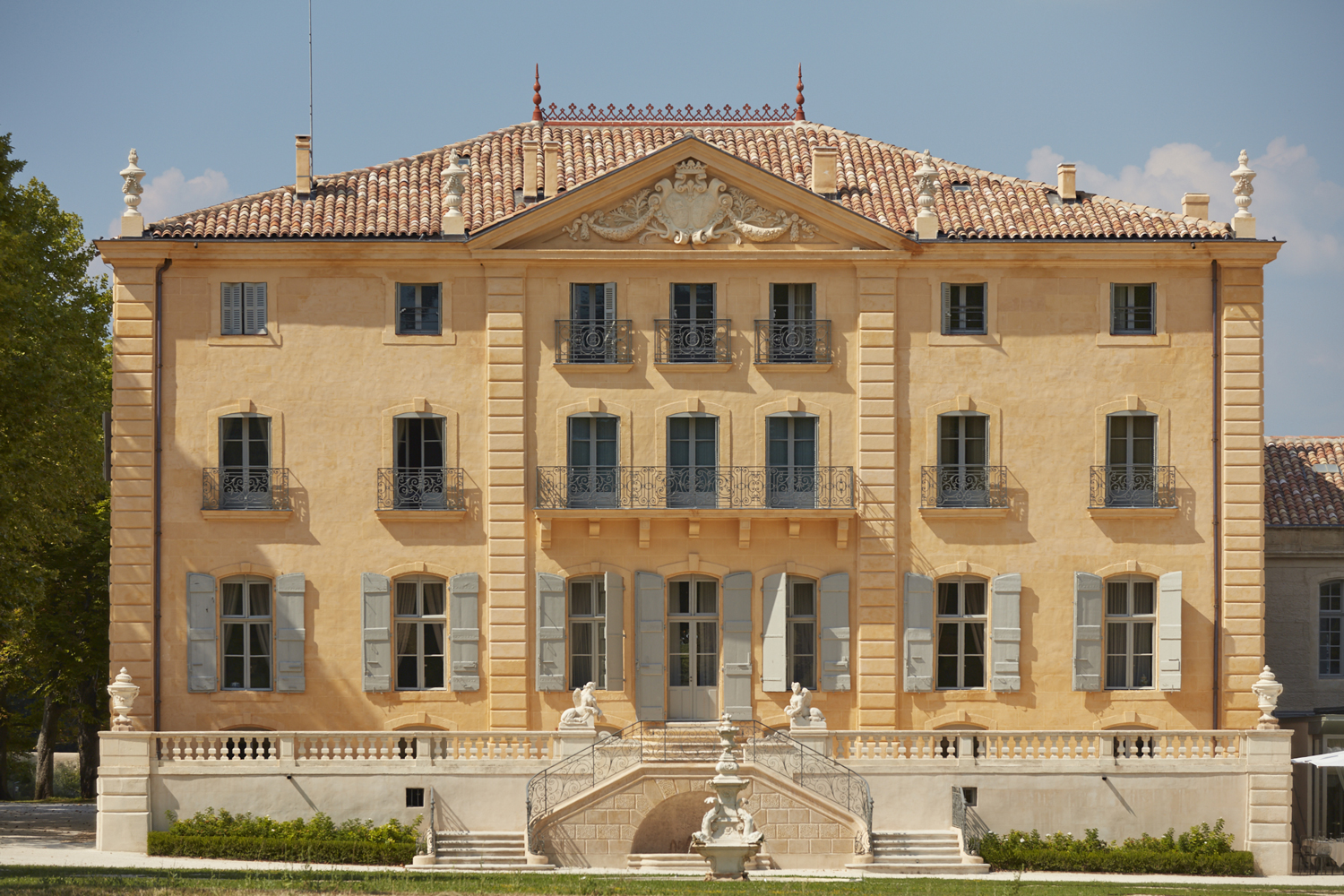 Chateau-de-Fonscolombe-2L-Collection-facade
