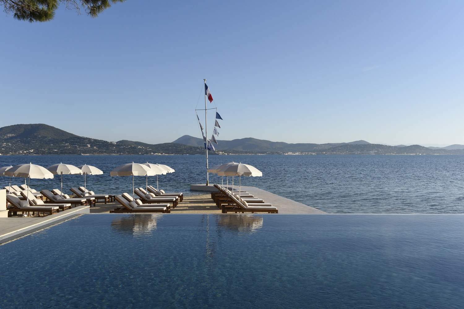 Piscines-Hotels-Cheval-Blanc-St-Tropez---Pool-with-a-View-©V-Mati