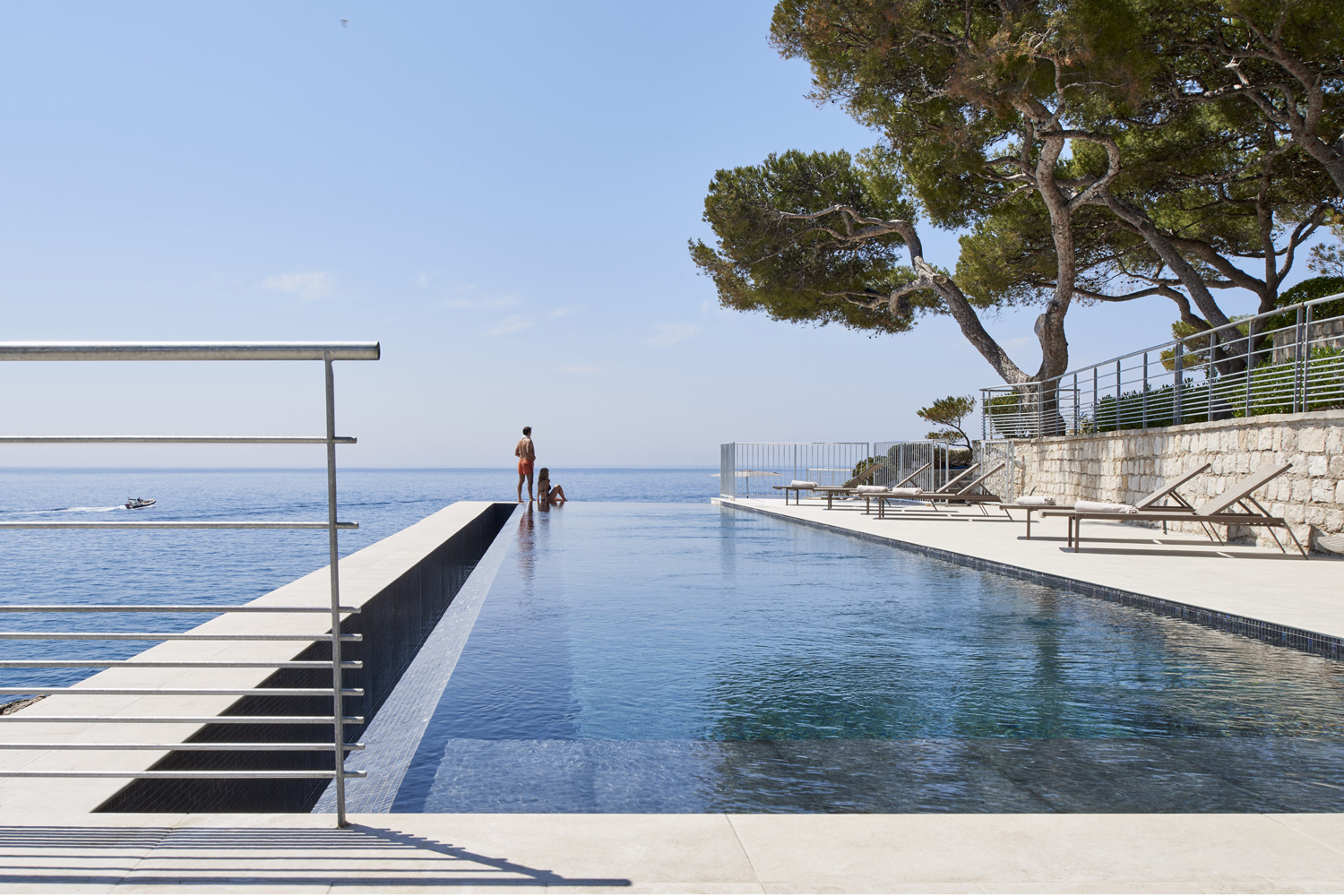 Piscines-Hotels-LES-ROCHES-BLANCHES-Cassis-©-D-Delmas