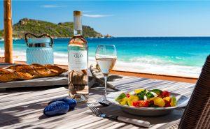 Rosés-du-Soleil-Domaine-de-La-Croix-rosé-plage-dejeuner