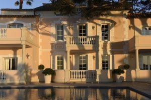 Cheval-Blanc-St-Tropez-Facade-Close-Up-with-Pool-V-Mati