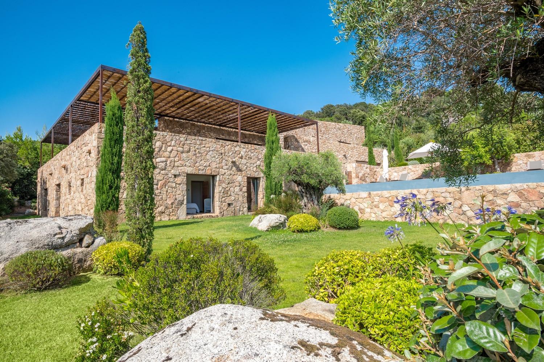 Agence-immobiliere-du-Golfe-Corse-bergerie-pierres