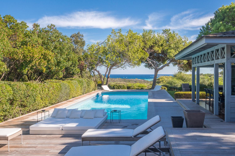 Agence-immobiliere-du-Golfe-Corse-piscine-terrasse