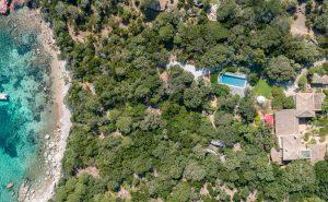 Agence-immobiliere-du-Golfe-Corse-villa-maquis-mer