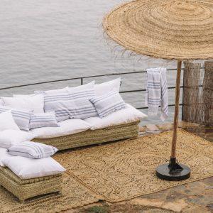 Let's Pause canapé et parasol fibre naturelle sombrilla esparto SONSAURA ©monica klamburg