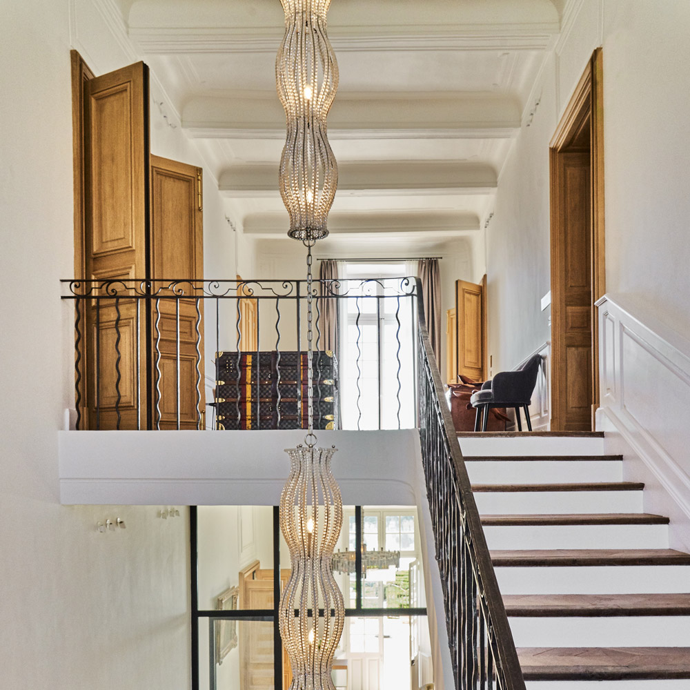 mcmd-vignobles-hotels-luxe Chateau-La-Gaude-hall-hotel-suspension-regis-mathieu