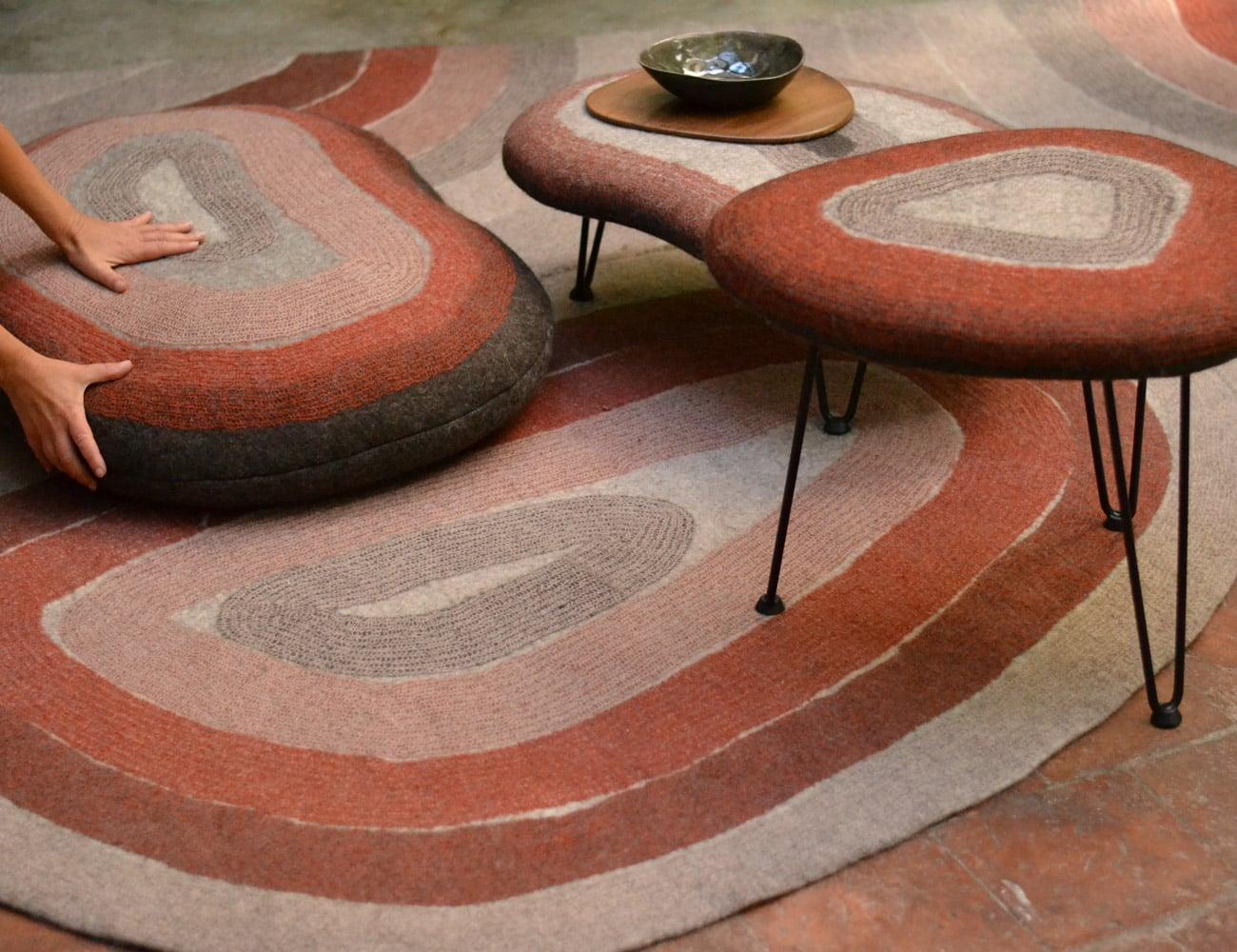 laine-fraiche-Ghislaine-Garcin-main-Coussin-tapis-table-feutre-laine