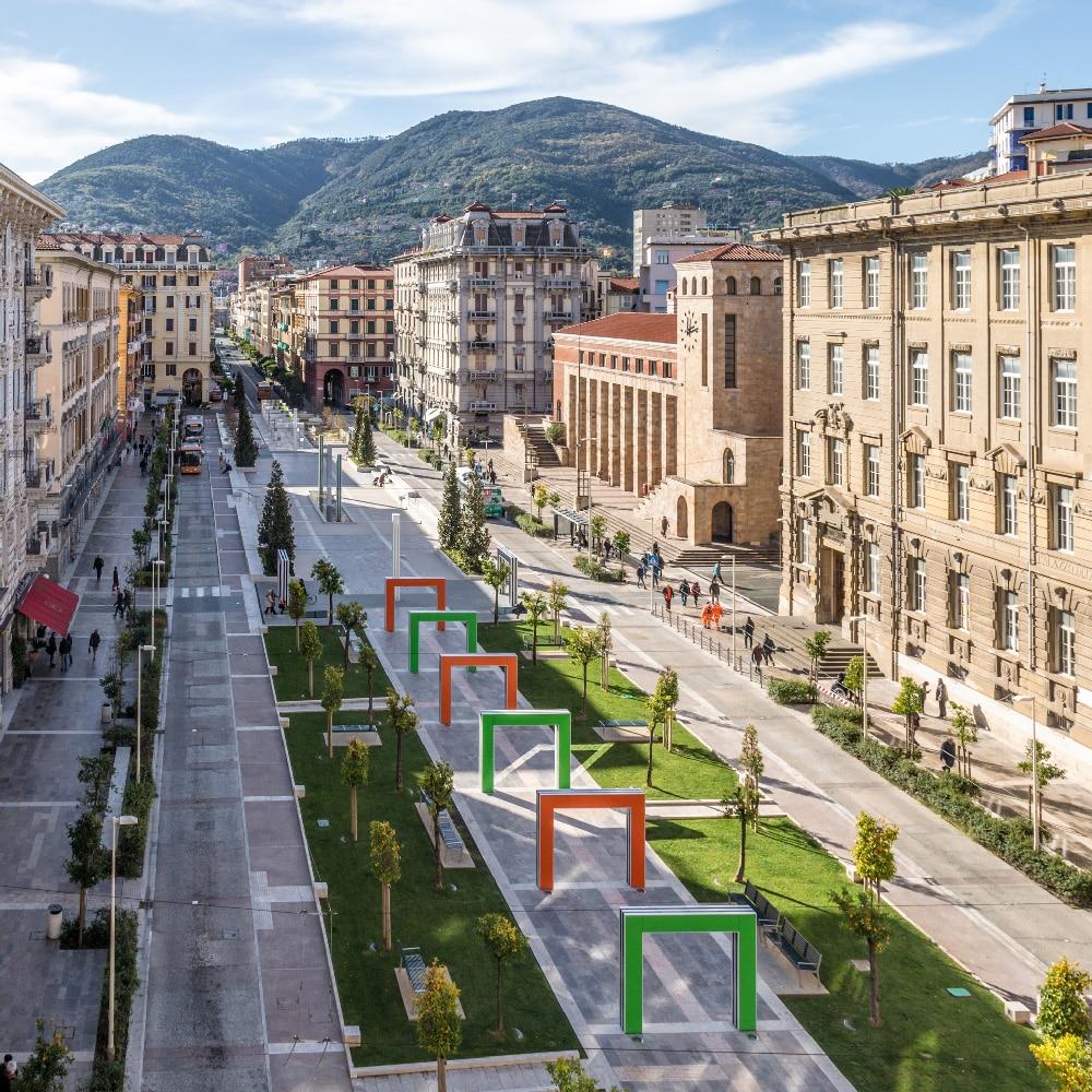 CCItalienne-Ligurie-La-Spezia-Œuvre-de-Buren-dans-l'espace-ph-di-Roberto-Celi
