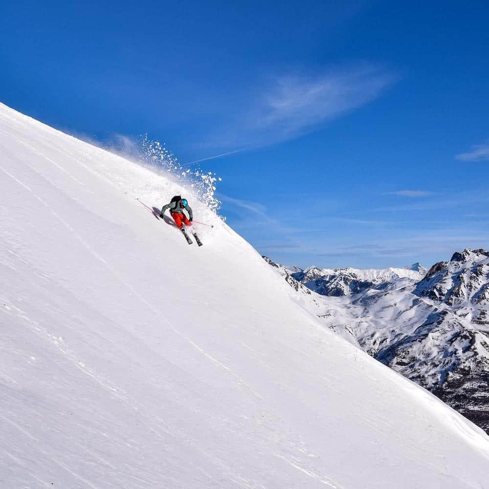 Stations-Ski-Serre-Chevalier-Vallee-Briancon-descente-ski