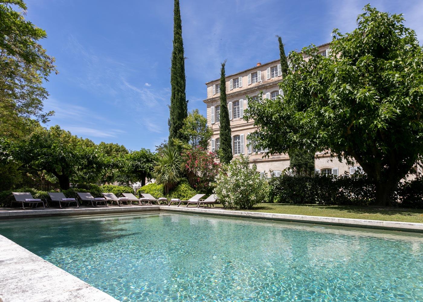 Chateau-de-Mazan facade piscine