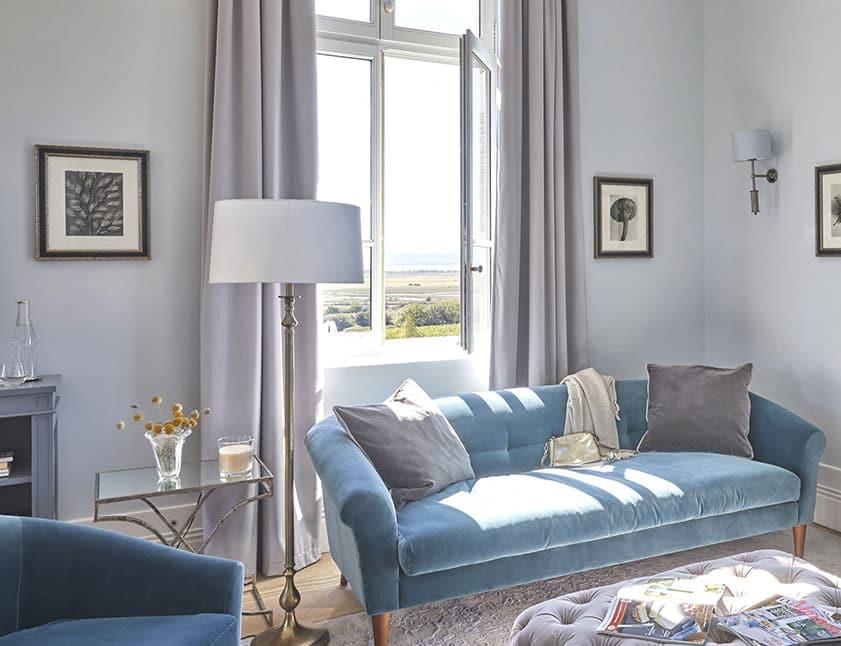 Domaine-&-Demeure-Chateau-Capitoul-suite-chambre-canape