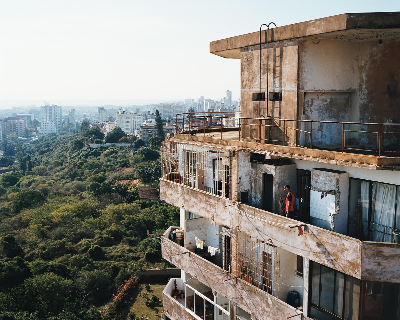 Sudnly-mag-Les Rencontres d'Arles 2021-Guillaume Bonn, Appartements avec vue sur le centre-ville de Maputo