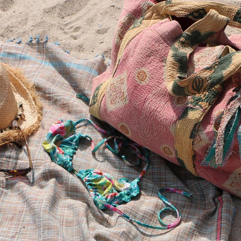 Sudnly-mag-vitrine-decoration-spécial-été-claire-gasparinin-serviette-plage-sac